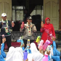 GENCAR Sosialisasi Tumbler untuk Pelajar di Banjarmasin