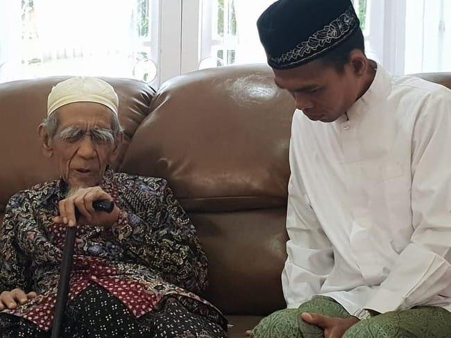 Ustadz Abdul Somad Belajar Ilmu Tawaduk ke Mbah Moen