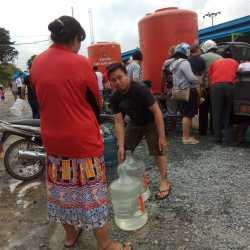 PDAM Kerahkan Armada Bagi-bagi Air Gratis