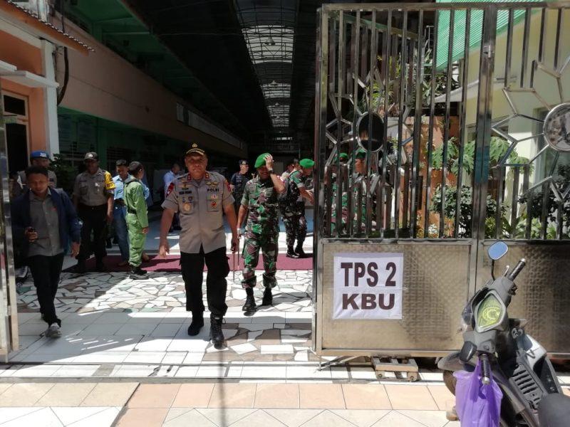 Kapolda Kalsel dan Jajaran Berkeliling TPS Cek Pelaksanaan Pemilu 2019, Perhitungan Suara Masih Berlangsung dan Kondusif