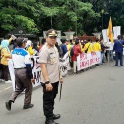 MASSA FSPMI dan Aliansi BEM  demo di DPRD Kalsel Tuntut Atas Kenaikan BPJS