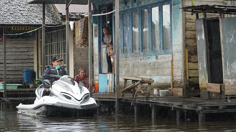 WARGA Pinggir Sungai Diajak Walikota Cegah Covid-19