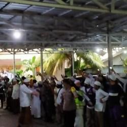 Lautan Jemaah Antarkan Guru Zuhdi ke Peristirahatan Terakhir Samping Kediamannya Belakang Masjid Jami
