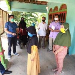 GILIRAN Warga Angsana Dibantu Bang Dhin Sembako