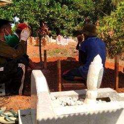 JASAD MR X Dikuburkan Anggota Polisi dan Dinsos