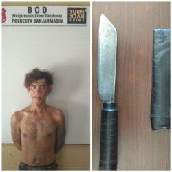 PRIA BERTATO Bersajam Tantang Dua Anggota Polisi yang Sedang Makan di Warung