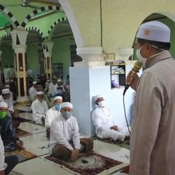 SHALAT JUMAT di Masjid Jami Teluk Tiram, Walikota Ajak Jemaah Selalu Berdoa