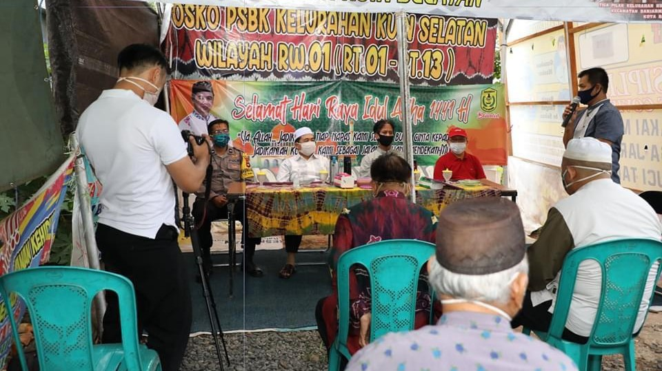 SAMBANGI Petugas, Walikota kunjungi Posko PSBB Kuin Selatan