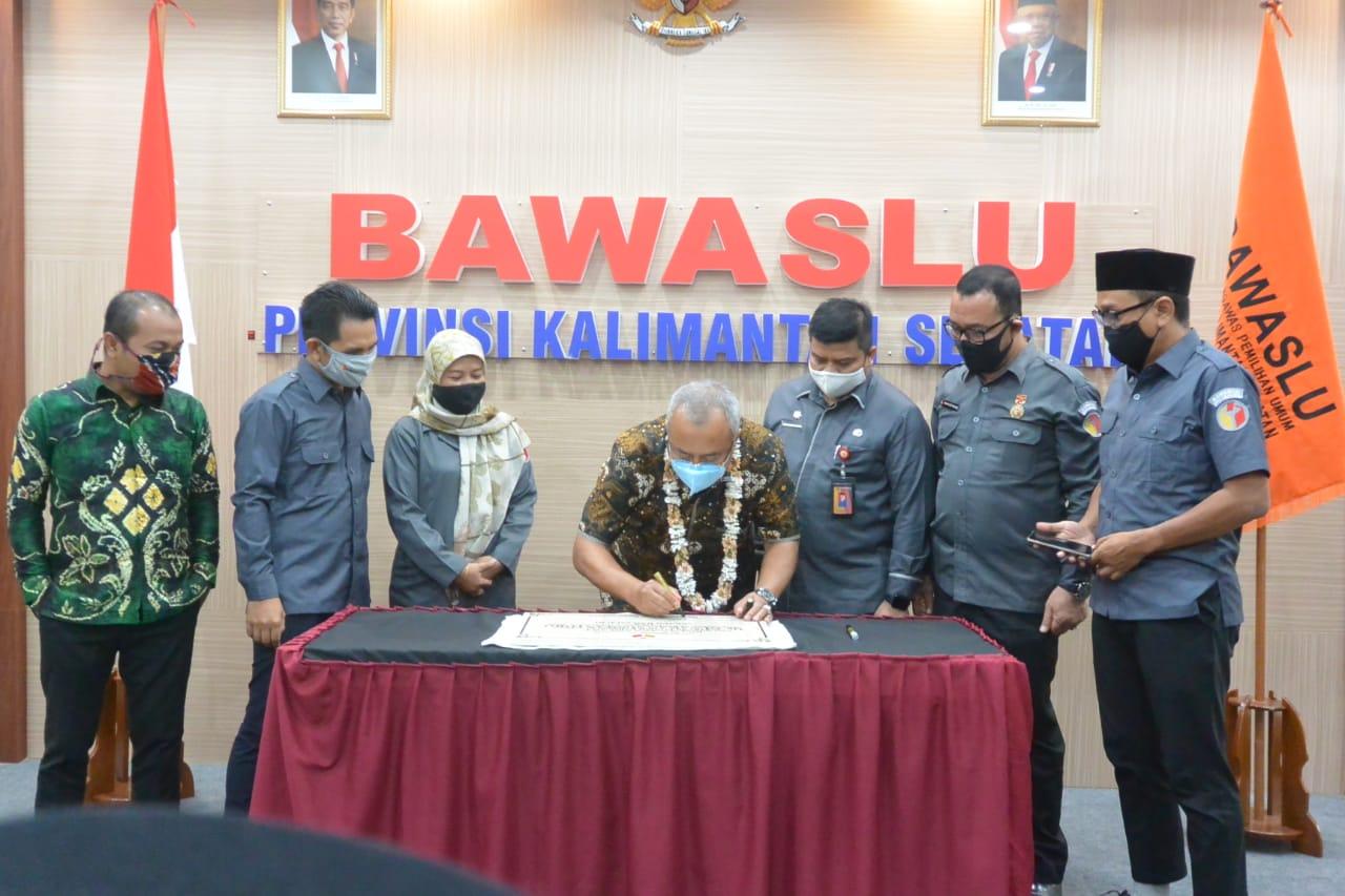 AULA Bawaslu Kalsel Dinamai Sekjen Bawaslu RI Dr Gunawan Suswantoro