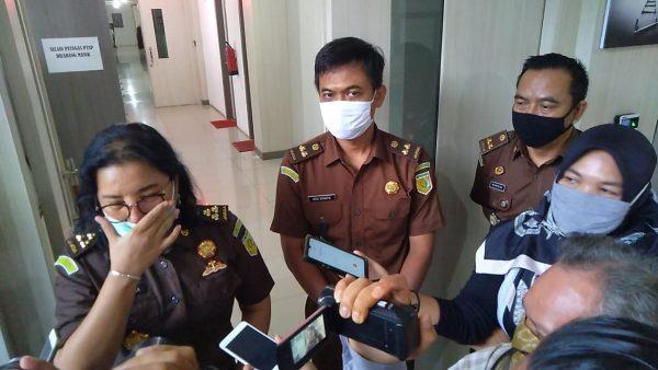 ASPIDUM KEJATI KALSEL : Perkara Dugaan Cek Kosong Terdakwa Ansharuddin Tetap Dilanjutkan