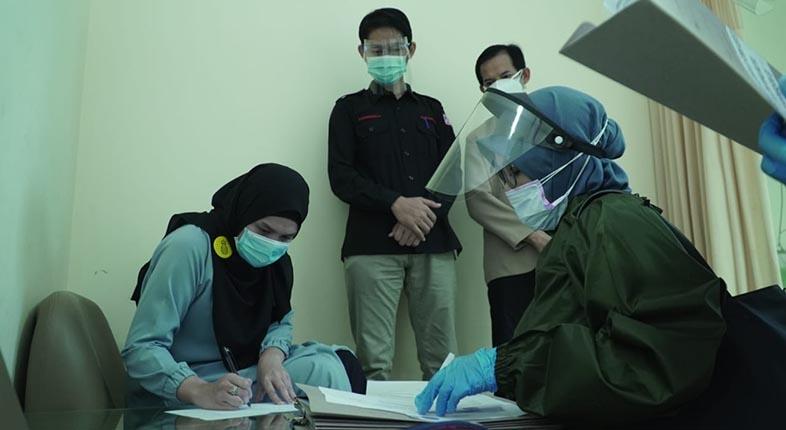 PENUHI SYARAT Berkas Pendaftaran Dinyatakan KPU, Hj Ananda–H Mushaffa Langsung Tes Kesehatan
