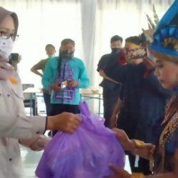 WARGA – FKLP Mendapat Bantuan Sembako dari Dit Intelkam Polda Kalsel