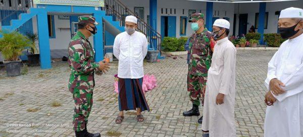 ANGGOTA TNI Datangi Pasantren dan Tiga Panti Asuhan