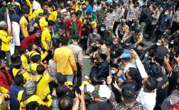 ANGGOTA DPRD KALSEL Bertolak ke Jakarta Temui Sekretariat Kepresidenan Sampaikan Tuntutan Massa
