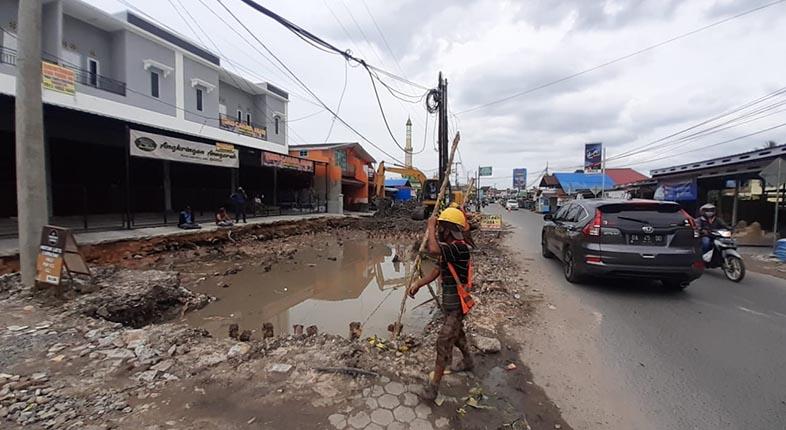 PELEBARAN Jalan Masjid Jami Terganggu Utilitas Belum Dipindah