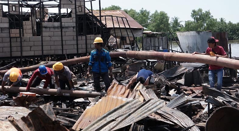 DIBANTU GALAM Korban Kebakaran Pulau Bromo