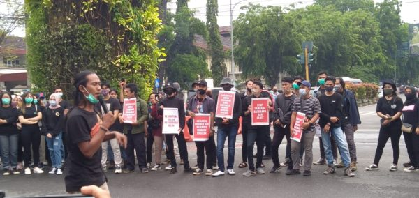 TOLAK PEMBUNGKAMAN dan Mosi Tidak Percaya Hingga Aksi Mahasiswa Suarakan Pertambangan di Kalsel