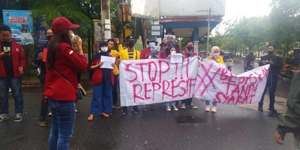SUARAKAN di Depan Gedung ULM dan UIN, Bentuk Aksi Solidaritas Mahasiswa Kepada Korlap yang Diamankan