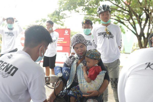 MOBIL SEHAT ZR 'Diserbu' Warga Pemeriksa Kesehatan Gratis