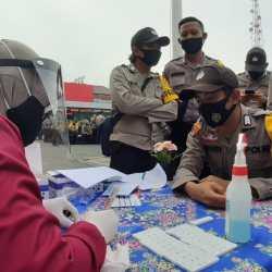 DITURUNKAN Personel Polresta Banjarmasin Amankan TPS dan Kawal Pendistribusian