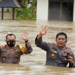 KORBAN BANJIR Mengapresiasi Polda Kalsel dan Jajaran Mengirim Bantuan Paket Sembako