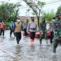 TINJAU LOKASI BANJIR Panglima TNI Bersama Kapolda Kalsel dan Pangdam, Ini yang Disampaikan