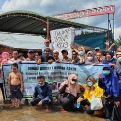 PEDULI KORBAN Banjir, FJPi dan Minigold Kalsel