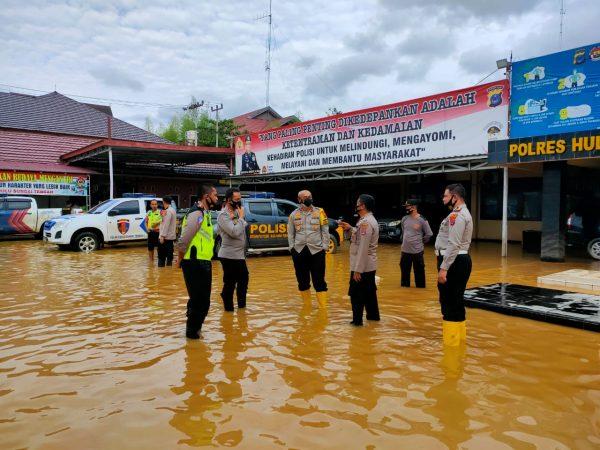 WAKAPOLDA KALSEL Cek Personel Bantu Warga, Dapur Umum Hingga Jembatan Putus