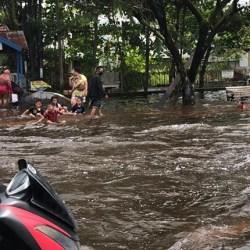 WAJIB WASPADA Permukiman di Bantaran Sungai