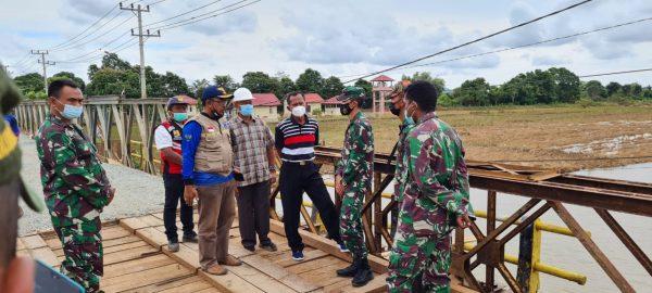 PRAJURIT TNI AD Koordinasi dengan PJN 1 Kalsel Percepatan Normalisasi Lintasan Jembatan Wilayah Tala