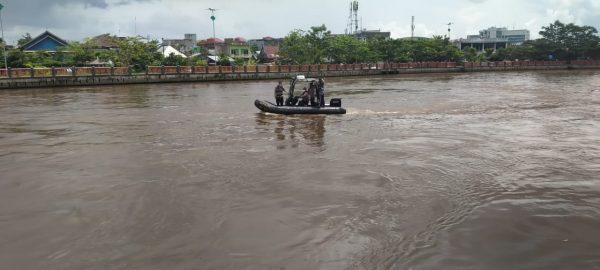 SEMPAT LAMBAIKAN TANGAN Mr X Kemudian Menghilang di Perairan Martapura