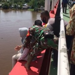 TAK DIPENUHI Pertangungjawaban, Ibu Dua Anak Diduga Ingin Terjun dari Jembatan