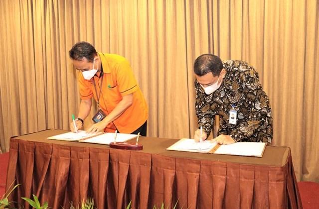 Penandatanganan Perjanjian Kerjasama (PKS) Bank Kalsel dengan PT Pos Indonesia