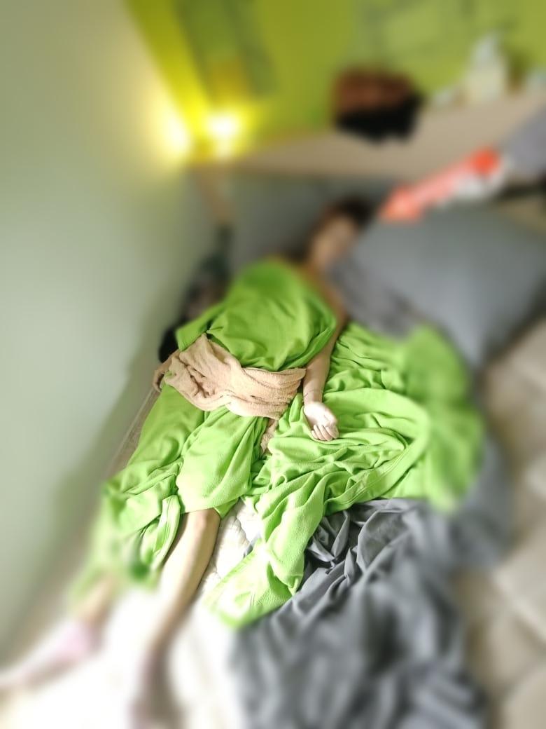 TAK BERNYAWA Cewek Berambut Pirang dan Bertato Ditemukan di Kamar Hotel