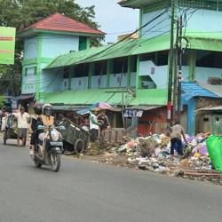PEMBUANG SAMPAH ke TPS yang Ditutup Dijatuhi Sanksi Tegas