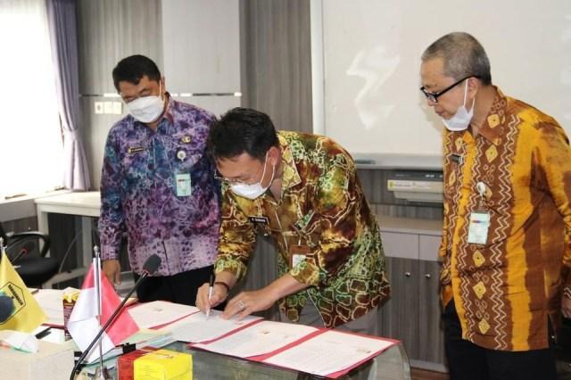 rapat penyerahan 14 Sertifikat Fasilitas Umum (FSU) Perumahan dalam rangka menjadi atas nama Pemerintah Kota Banjarmasin (2)