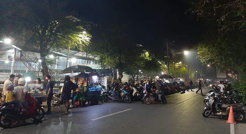 PADAT PENGUNJUNG Siring Jl RE Martadinat, Meski Sudah Berkali-kali Terapkan PPKM