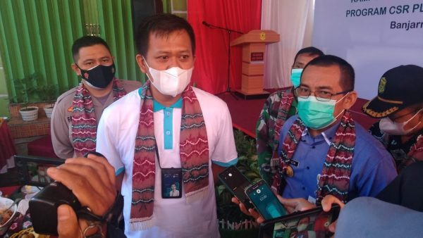 PT PLN Kalsel-Teng Salurkan Fasilitas Penunjang Kampung Tangguh Banua