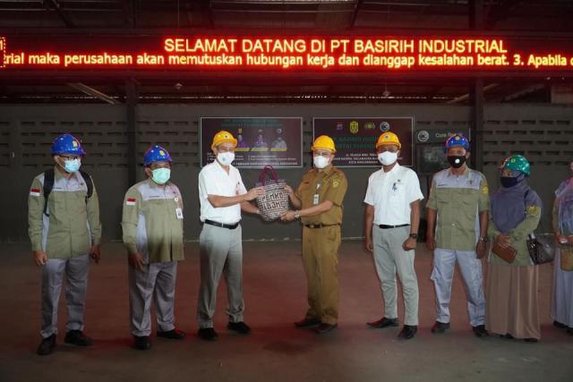 Pelaksana harian Sekretaris Daerah kota Banjarmasin, H Mukhyar, M.Ap mengunjungi PT. Basirih Industrial Banjarmasin yang berlangsung di Jalan Basirih (2)
