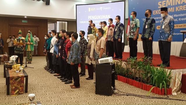Pengukuhkan Forum Ekonomi Kreatif Kota Banjarmasin masa bakti 2021-2025 di salah satu hotel ternama di Kota Banjarmasin (2)