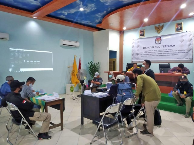 Rekapitulasi suara dalam proses Pemungutan Suara Ulang (PSU) Pemilihan Gubernur dan Wakil Gubernur