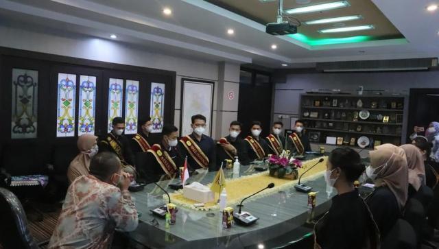 Silaturahmi dari para pemenang Nanang Galuh Banjarmasin tahun 2021 yang bertempat di Ruang Berintegrasi Lantai 2, Balaikota Banjarmasin (3)