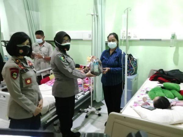 BINGKISAN untuk Pasien Anak di Kegiatan Operasi Bibir Sumbing Gratis