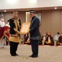 REKTOR ULM Mendapat Anugerah Gelar Datu Cendikia Hikmadiraja dari Kesultanan Banjar dan Begini Tanggapannya
