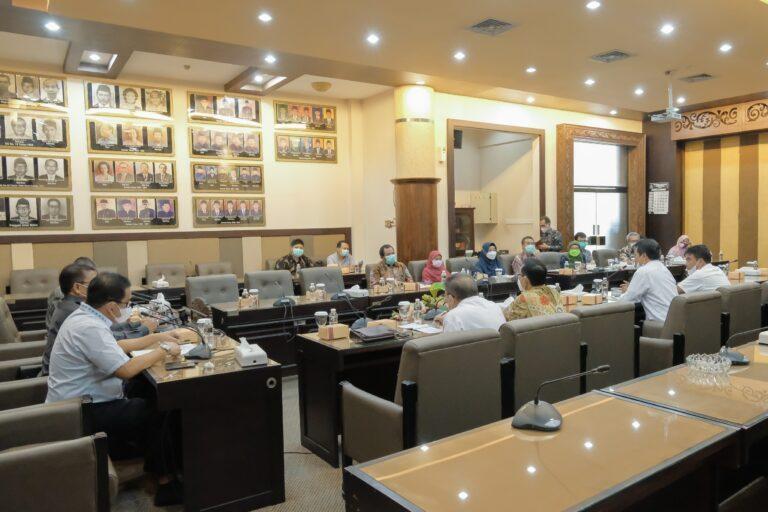 MENGGALI INFORMASI Kemajuan Dilakukan Komisi III DPRD Kalsel ke Provinsi Jawa Timur