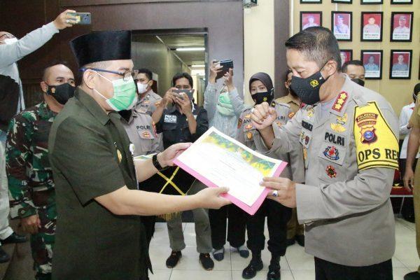 SAT RESNARKOBA Terima Penghargaan dari Pj Walikota Ungkap 135 Kg Sabu