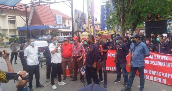 "DESAK USUT Sindikat IUP Diduga Bodong, Massa KAKI ""Ngeluruk"" ke Polda Kalsel"