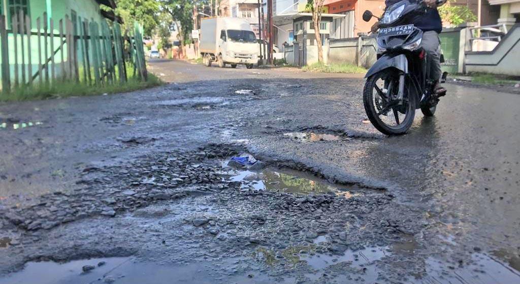 DILANJUTKAN Perbaikan Jalan Pasca Banjir