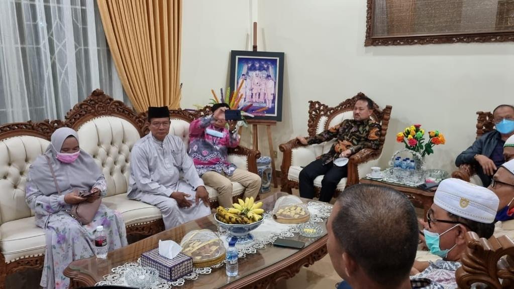 SULTAN KHAIRUL SALEH 'Badadapatan' dengan Bubuhan Banjar Kepri dan Ziarah ke Makam Syekh Syihabuddin bin Syekh Muhammad Arsyad Al Banjari