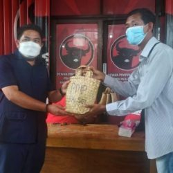 DUKUNG Kebijakan Walikota, Paket Kurban PDIP Kalsel Gunakan Bakul Purun